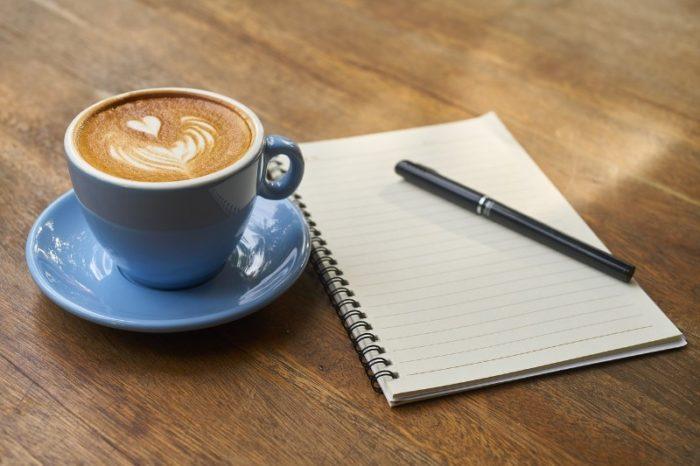 ペンとノートとコーヒー